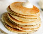 3 recipes of American pancakes: with butter, honey and jam